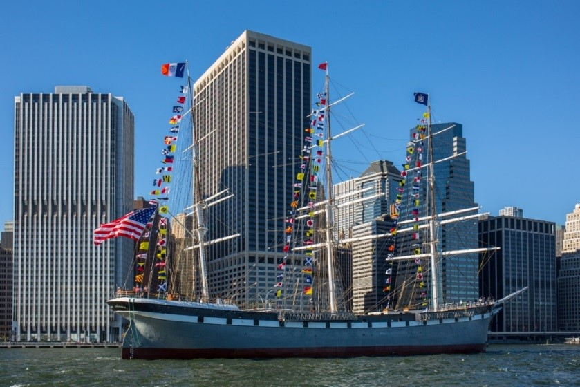The Wavertree sailing through New York Harbor upon its return to the South Street Seaport in September 2016 (NYCDDC)