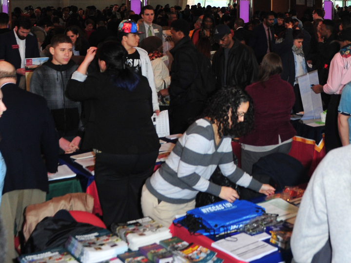 Students at the Latino Coollege Expo