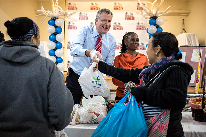 Mayor de Blasio Volunteering