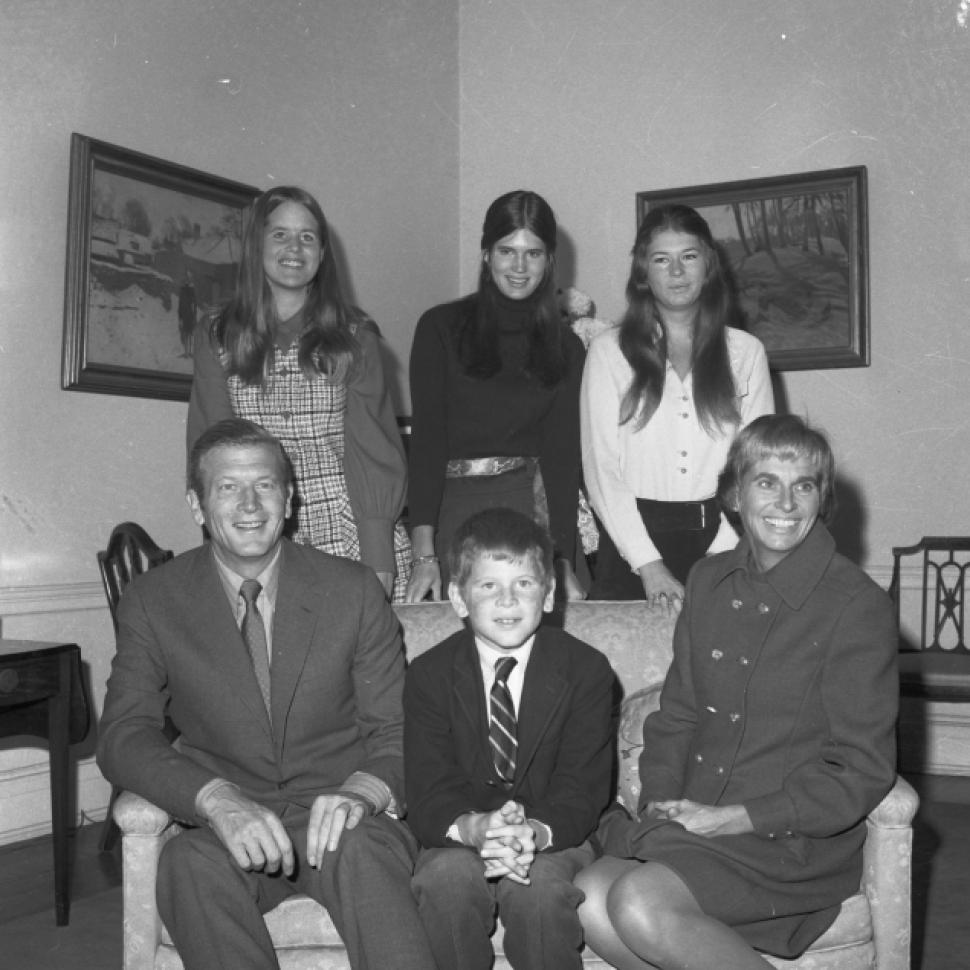 John Lindsay, his wife, Mary, and their children John Jr, Anne, Katharine, and Margaret.