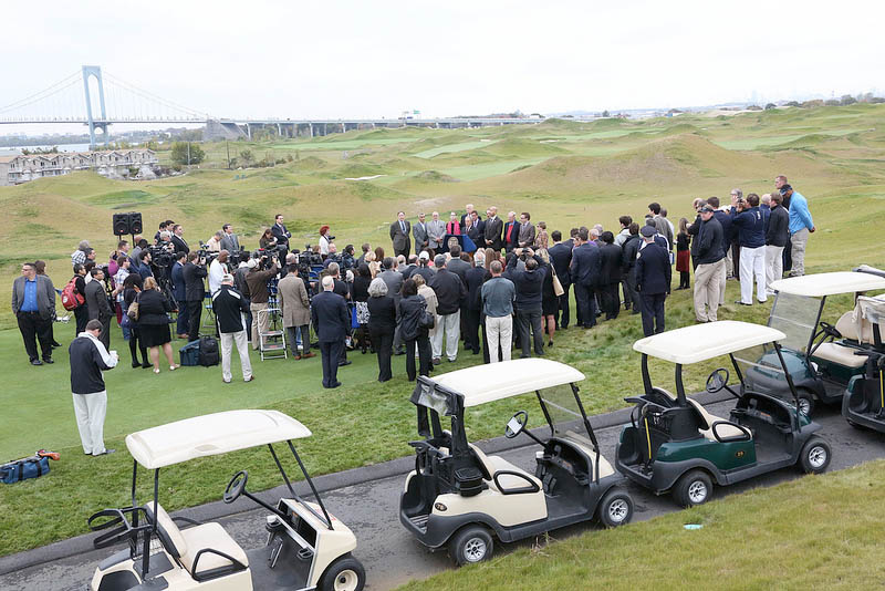 Mayor Bloomberg announces completion of construction on golf course (Photo: Spencer Tucker)