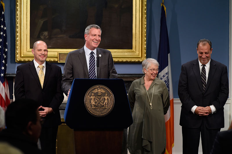 Mayor de Blasio, UFT Reach Preliminary Agreement on 9-year Contract