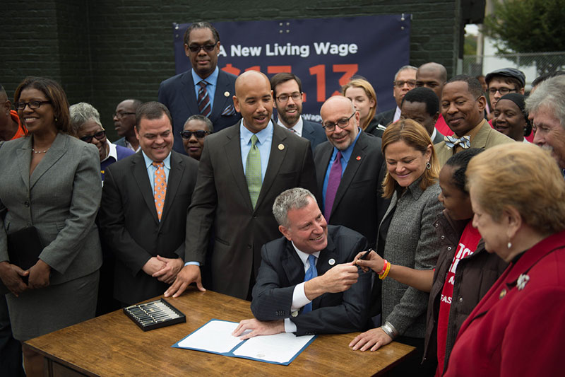 Mayor de Blasio signs NYC living wage  executive order