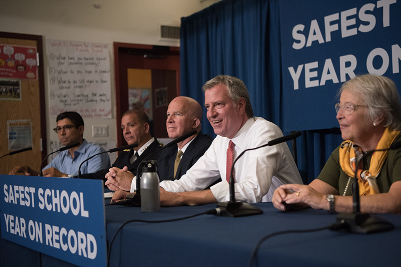 Mayor de Blasio, Commissioner O'Neill and Chancellor Fariña Announce Safest School Year on Record