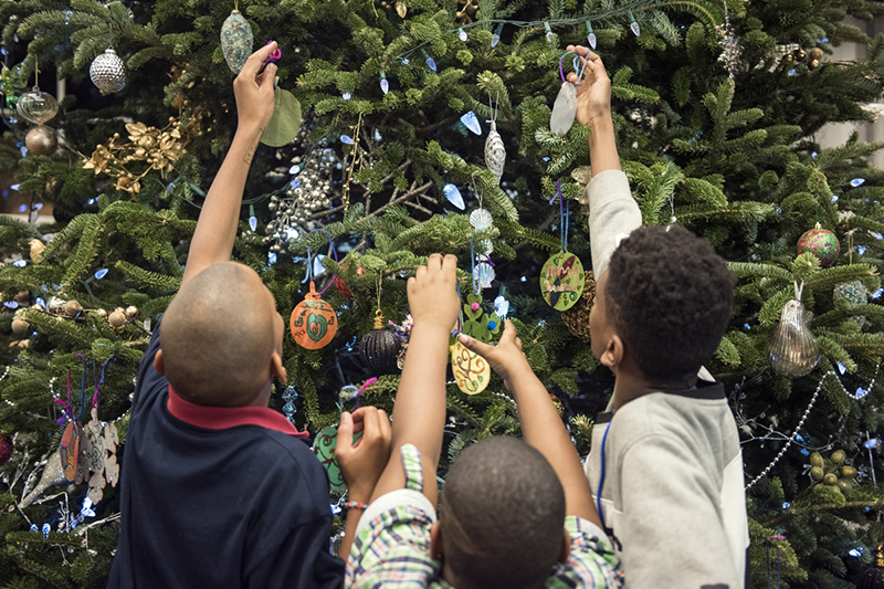 children trimming the Christmas tree
